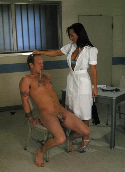 sandra-romain-ties-her-captive-male-slave-to-a-chair
