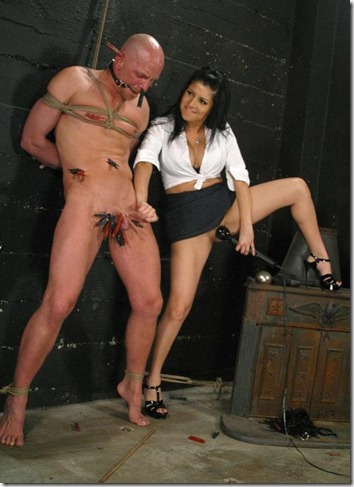 captive-male-torturing-a-hard-tool
